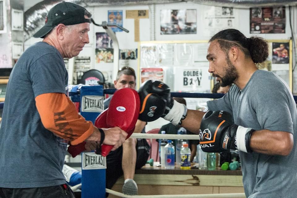 Dan Birmingham trains Keith Thurman ahead of Saturday's fight in Las Vegas. (Andy Samuelson/Premier Boxing Champions)