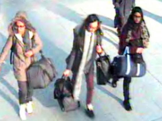 Amira Abase, Kadiza Sultana and Shamima Begum before catching flight to Turkey in 2015 (Met Police/PA)
