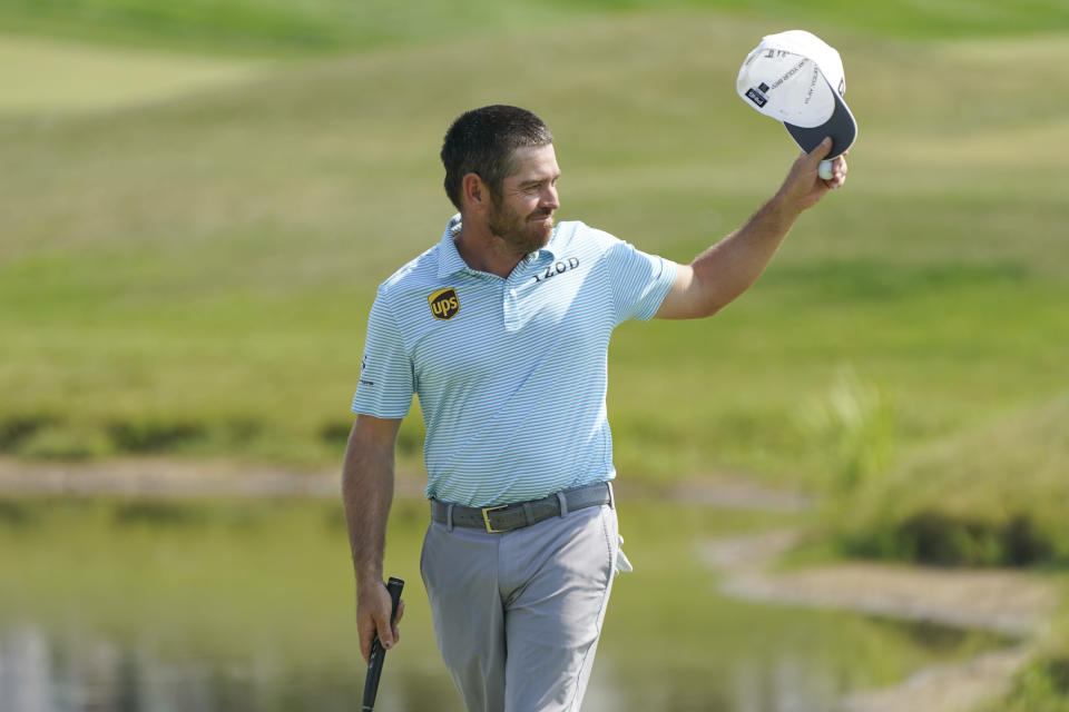 Louis Oosthuizen acknowledges the crowd on the 18th hole after finishing the final round of the 3M Open golf tournament in Blaine, Minn., Sunday, July 25, 2021. (AP Photo/Craig Lassig)