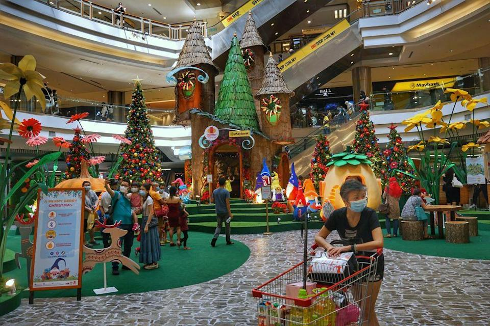 A general view of the 1 Utama shopping centre in Petaling Jaya December 15, 2020. — Picture by Ahmad Zamzahuri