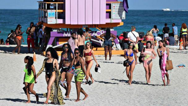 PHOTO: Beach goers make their way to the exit from South Beach as the city closes it in an effort to prevent the spread of the coronavirus, on March 15, 2020 in Miami Beach, Fla. (Joe Raedle/Getty Images)