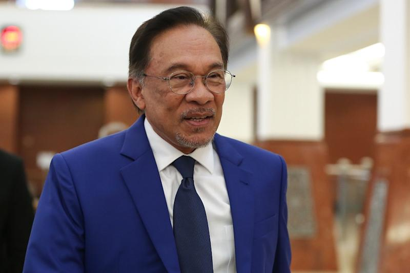 Terengganu PKR chief Azan Ismail says all state chiefs except four have signed letter of pledge backing Datuk Seri Anwar Ibrahim. — Picture by Yusof Mat Isa