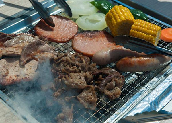 ▲Sausages and ham, and quality beef and chicken pre-seasoned with salt and pepper. All you have to do is grill them!