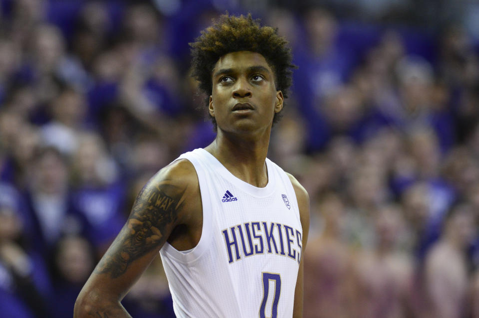 Washington Huskies forward Jaden McDaniels (0) looks up towards the scoreboard during a Pac-12 game between Washington and Washington State on Feb. 28, 2020. (Jeff Halstead/Icon Sportswire via Getty Images)