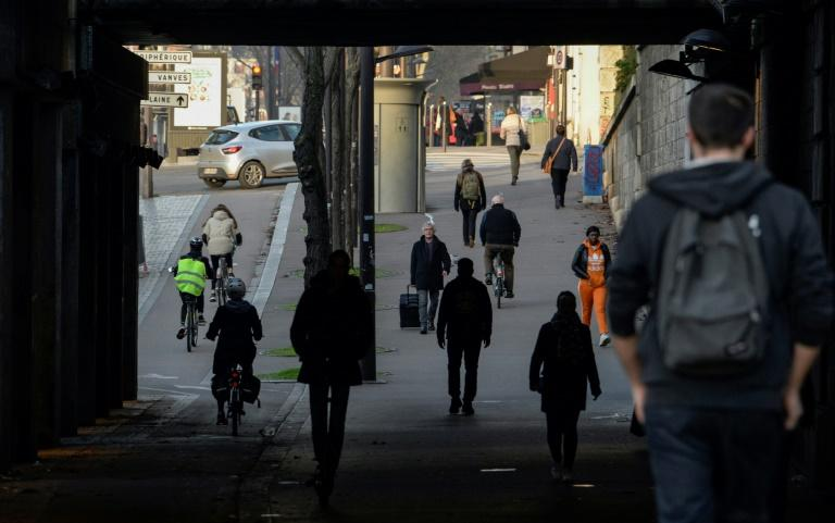 Walking has been the most convenient option for many, even if has meant a doubling or more of their daily commute (AFP Photo/Aurore MESENGE                      )