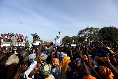 Gambia's President Adama Barrow, who was sworn in at the Gambian embassy in neighbouring Senegal, greets his supporters upon his arrival from Dakar, in Banjul, Gambia January 26, 2017. REUTERS/Afolabi Sotunde