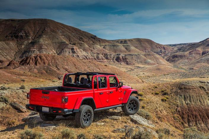 <p>Every Gladiator at launch will be powered by Fiat Chrysler's Pentastar 3.6-liter V-6 rated at 285 horsepower and 260 lb-ft of torque. </p>