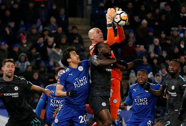 Soccer Football - FA Cup Quarter Final - Leicester City vs Chelsea - King Power Stadium, Leicester, Britain - March 18, 2018 Chelsea's Willy Caballero in action with Leicester City's Shinji Okazaki REUTERS/Andrew Yates TPX IMAGES OF THE DAY