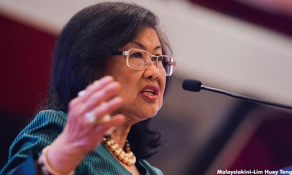 Rafidah: Vaccinate, constantly test all involved with schools before reopening