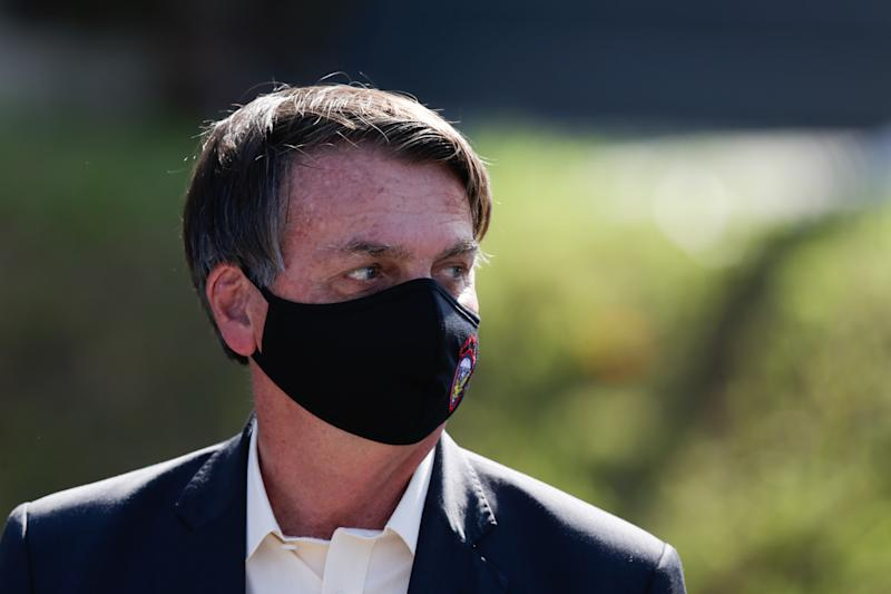 RIO DE JANEIRO, BRAZIL - AUGUST 15: President of Brazil Jair Bolsonaro wearing a protective mask with the Paratroopers Brigade insignia arrives to attend the Graduation Ceremony of New Parachutists from the 26th Parachutist Infantry Battalion at the Military Village on August 15, 2020 in Rio de Janeiro, Brazil. (Photo by Andre Coelho/Getty Images)