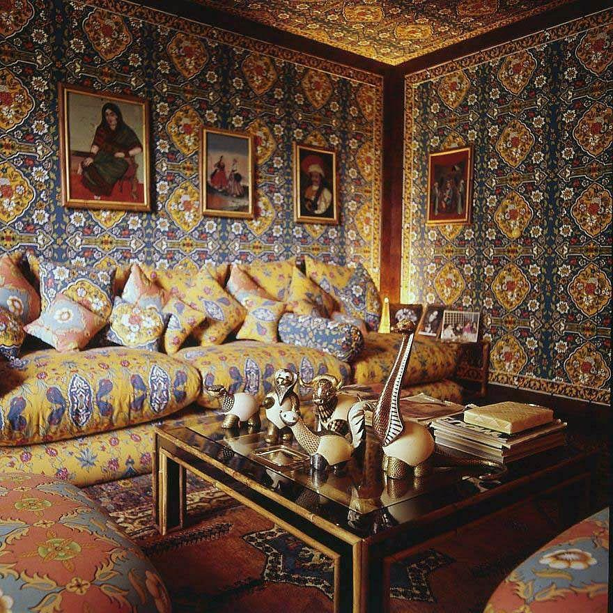<p>Designed by Stefano Mantovani, the small sitting room of fashion designer Valentino Garavani's Rome apartment from 1974 is wrapped floor-to-ceiling in a opulent turquoise-and-yellow fabric with Indian and Ottoman influences.</p>