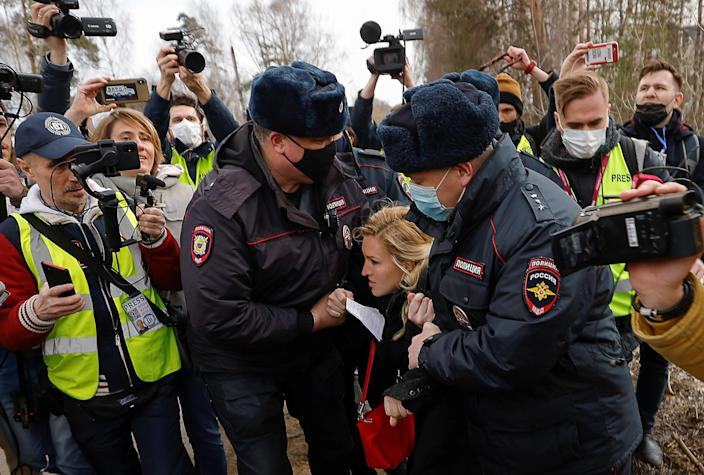 Russian police officers detain Anastasiya Vasilyeva, a doctor and ally of Kremlin critic Alexey Navalny, near the IK-2 corrective penal colony, where Navalny is serving a prison sentence, in the town of Pokrov, Russia, on April 6, 2021. / Credit: MAXIM SHEMETOV/REUTERS