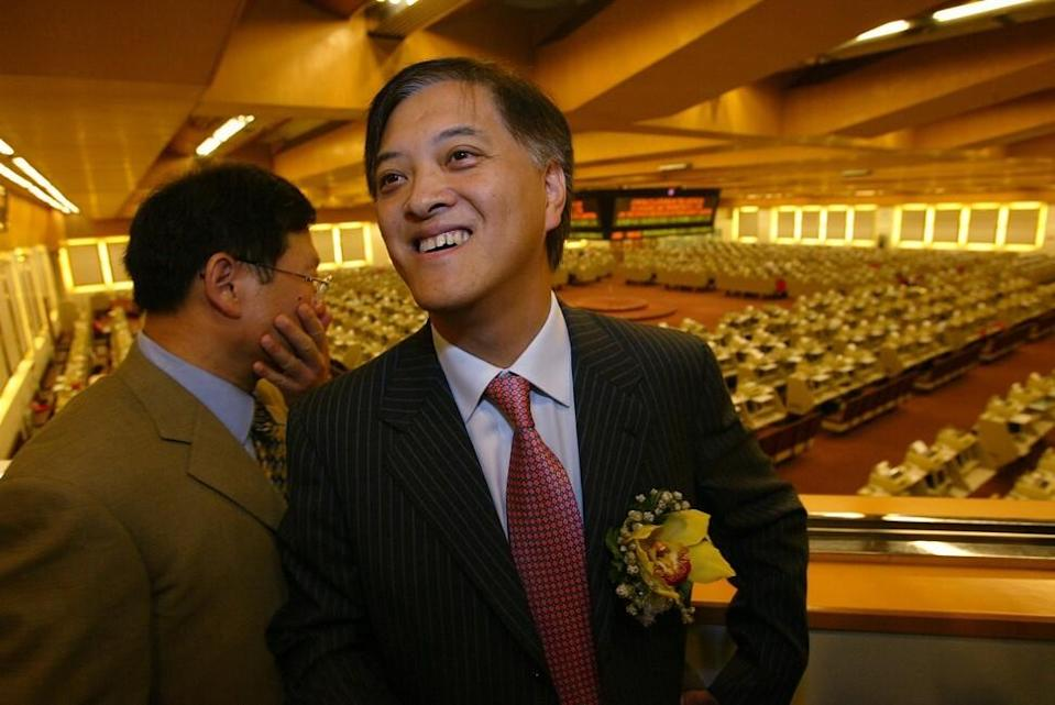 Guangzhou R&F Property's then vice-chairman Zhang Li (left) during the company's listing ceremony at the Hong Kong stock exchange in Central on July 14, 2005. Photo: SCMP