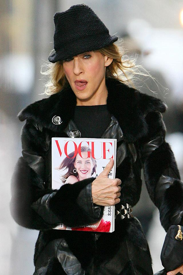 """Fashion-conscious Carrie never leaves home without her copy of Vogue. <a href=""""http://www.splashnewsonline.com/"""" target=""""new"""">Splash News</a> - October 5, 2007"""