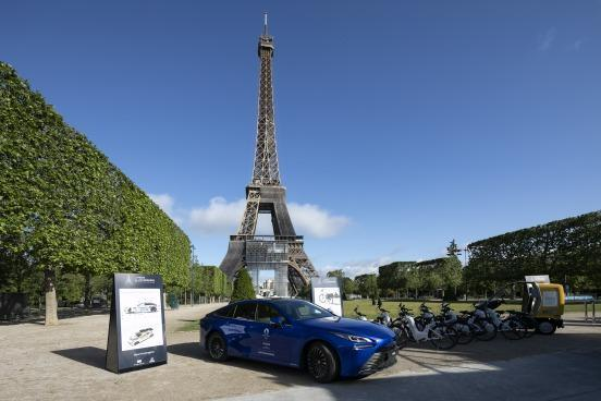 """Until May 30, Energy Observer's """"Le Paris de l'hydrogène"""" display is at the foot of the Eiffel tower."""