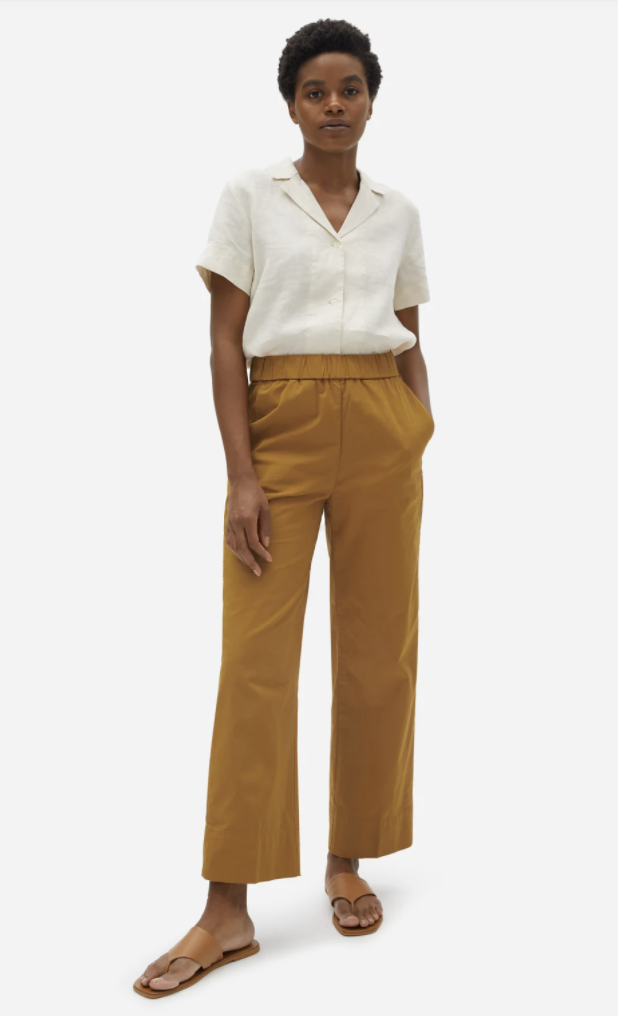 what-to-wear-with-mom-jeans-everlane-The Linen Short-Sleeve Notch Shirt