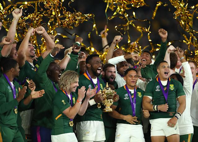 Kolisi lifts the trophy with his team mates (Photo by Stu Forster/Getty Images)