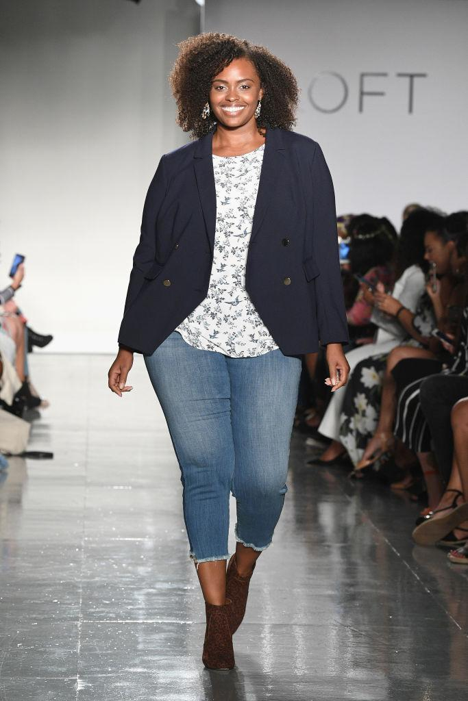 <p>A curvy model walks the Loft show wearing a navy blazer, floral blouse, and cropped jeans at theCURVYcon during New York Fashion Week. (Photo: Getty Images) </p>