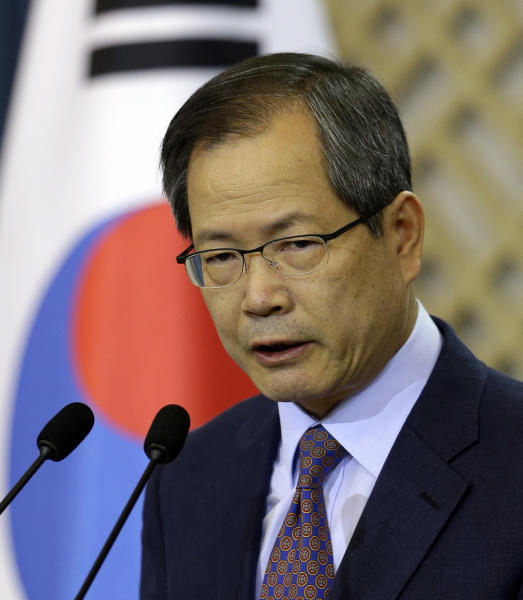 Chun Young-woo, presidential secretary for foreign affairs and national security, delivers a speech to the media at South Korea's presidential Blue House in Seoul, South Korea, Sunday, Oct. 7, 2012. South Korea said the U.S. has agreed to allow it to develop longer-range missiles that could strike all of North Korea. (AP Photo/Lee Jin-man)