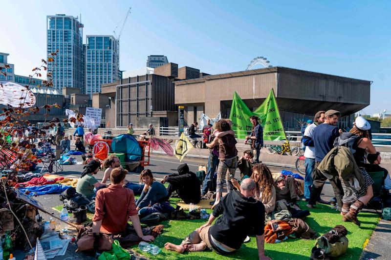 Climate change activists continue to block Waterloo Bridge (AFP/Getty Images)