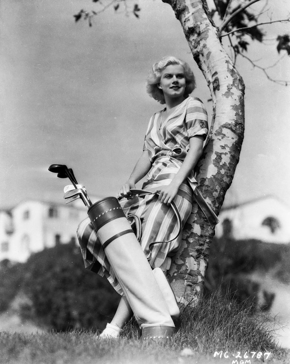 Jean Harlow relaxes on the golf course in 1932.