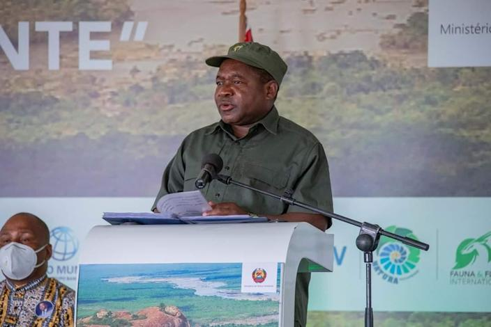 President Nyusi at The Giants Club signing ceremony in Niassa Special Reserve (Space for Giants )