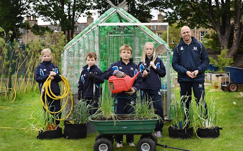 William Rae, the Young Gardener of The Year with his fellow pupils  - Julie Howden/RHS
