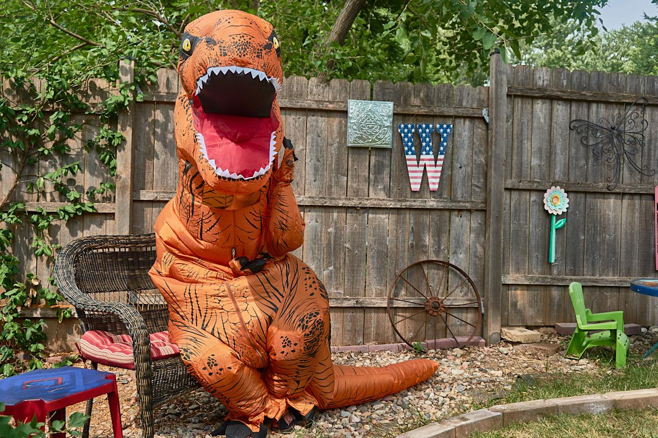 <p>Deciding to dress in a 7-foot-tall dinosaur costume to help sell the everyday home. (Photo: Nebraska Realty/Caters News) </p>