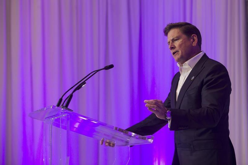 Telus CEO says $1 billion of spending, 5,000 jobs at risk if CRTC pushes MVNOs