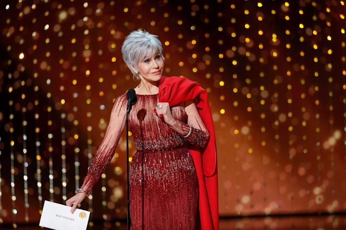 Jane Fonda turned up at the 2020 Oscars in a gown by Elie Saab. She carried the coat in which she's been arrested five times during climate change protests. (Photo: Craig Sjodin via Getty Images)