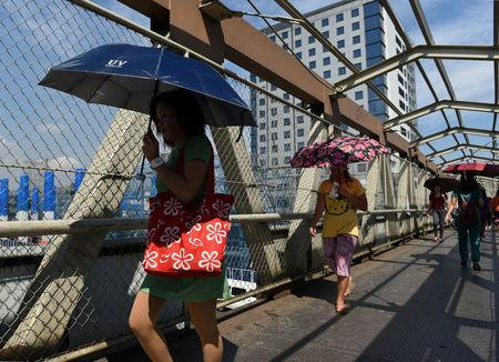 Commuters pass through an elevated pedestrian walkway on Commonwealth Avenue in Quezon City, metro Manila, May 23, 2018. REUTERS/Dondi Tawatao
