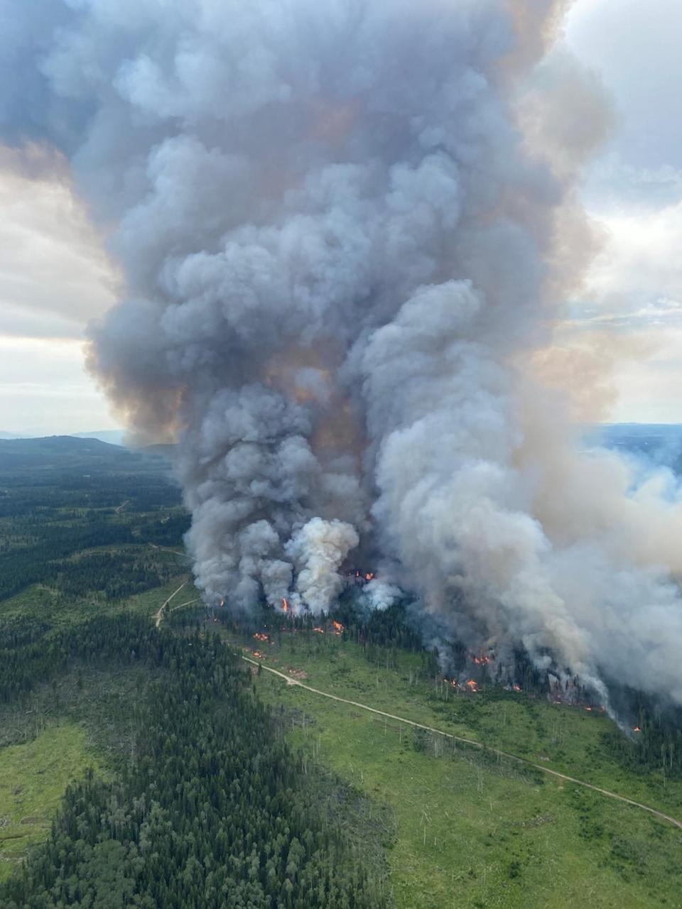 Air quality remains poor as multiple threats keep fire danger high in B.C.