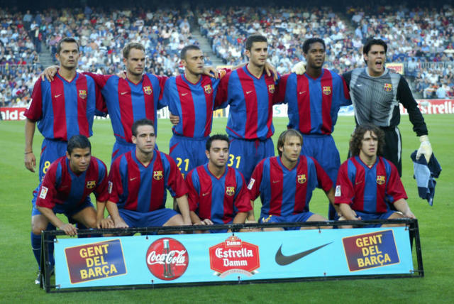 BARCELONA, SPAIN - OCTOBER 6: The Barcelona team group line up before the Primera Liga match between Barcelona and Osasuna, played at the Camp Nou Stadium, Barcelona, Spain on October 6, 2002. (Photo by Firo Foto/Getty Images)