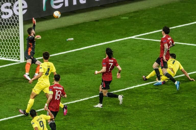 Gerard Moreno (R) gives Villarreal the lead against Manchester United in the Europa League final