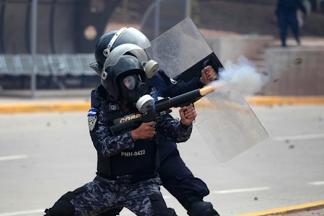 <p>Riot police fires tear gas toward supporters of Salvador Nasralla, presidential candidate for the Opposition Alliance Against the Dictatorship, during a protest while awaiting for official presidential election results in Tegucigalpa, Honduras, Nov. 30, 2017. (Photo: Jorge Cabrera/Reuters) </p>