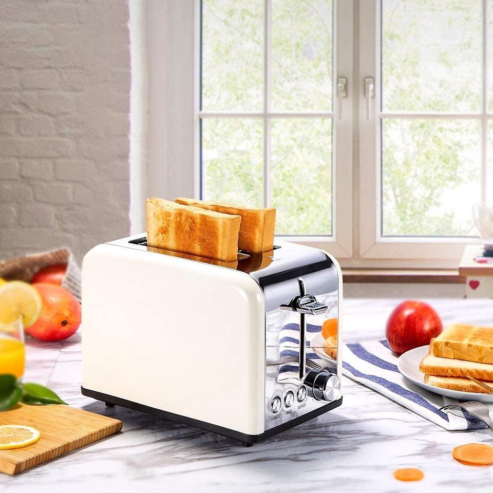 <p><span>KEEMO Retro Small Toaster</span> ($32, originally $40)</p>