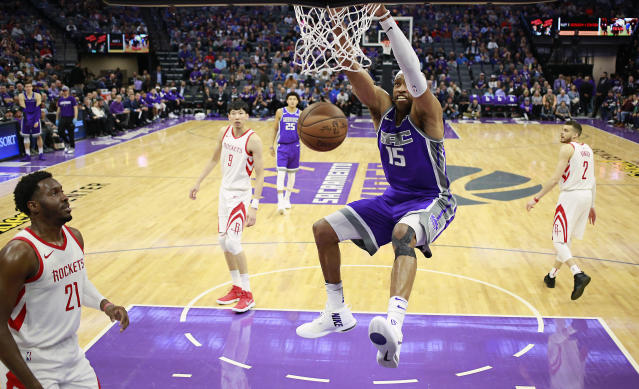 "<a class=""link rapid-noclick-resp"" href=""/nba/players/3248/"" data-ylk=""slk:Vince Carter"">Vince Carter</a>, who spent last season with the <a class=""link rapid-noclick-resp"" href=""/nba/teams/sac"" data-ylk=""slk:Sacramento Kings"">Sacramento Kings</a>, is entering his 21st season. (AP Photo/Rich Pedroncelli)"