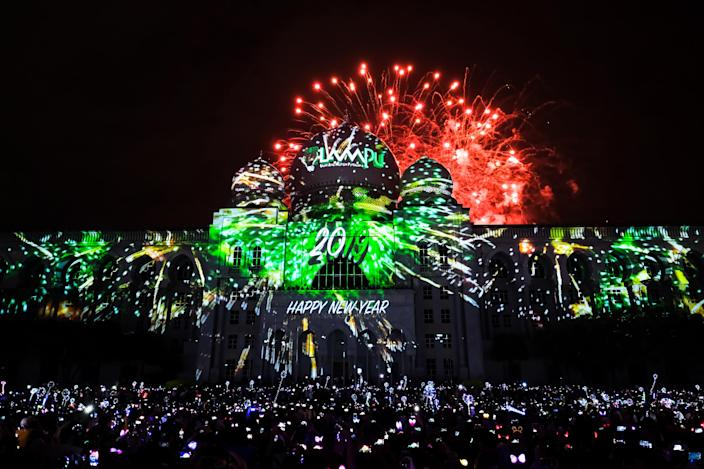Fireworks light up the sky over the Palace of Justice building. (Photo: Mohd Samsul Mohd Said/Getty Images)