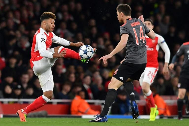 Arsenal's midfielder Alex Oxlade-Chamberlain (L) vies with Bayern Munich's midfielder Xabi Alonso during the UEFA Champions League last 16 second leg football match between Arsenal and Bayern Munich at The Emirates Stadium in London on March 7, 2017
