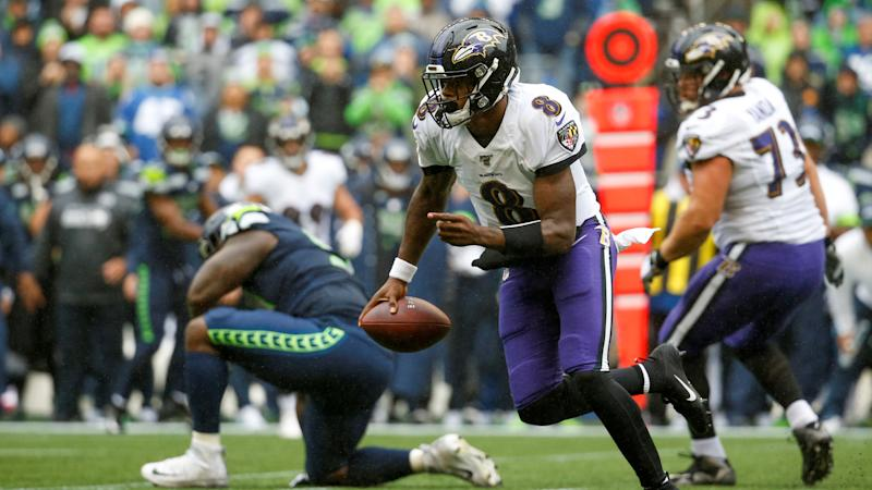 Lamar Jackson wows fans with an electric scramble on third-and-long