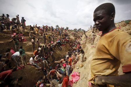 Prospectors search for gold at a gold mine near the village of Gamina, in western Ivory Coast, March 18, 2015. REUTERS/Luc Gnago