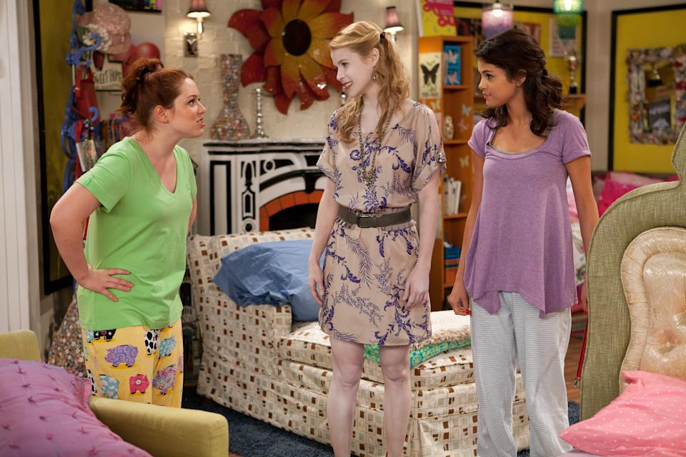 """<h1 class=""""title"""">WIZARDS OF WAVERLY PLACE, (from left): Jennifer Stone, Lindsey Godfrey, Selena Gomez, 'Ghost Roommat</h1><cite class=""""credit"""">©Disney Channel/Courtesy Everett Collection</cite>"""
