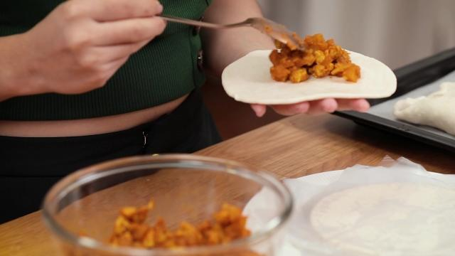Filling frozen prata with curry puff filling