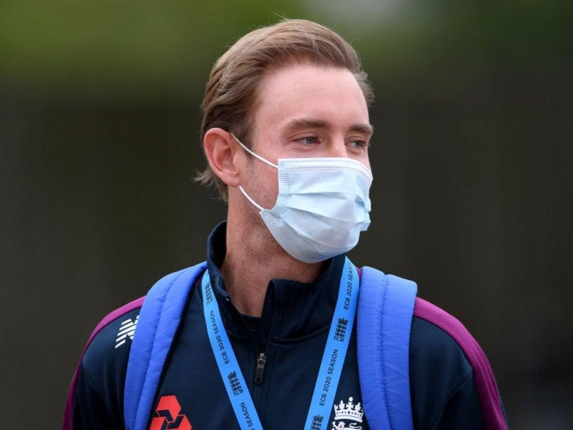 <p>Stuart Broad wears a mask to England training</p> (Getty Images)