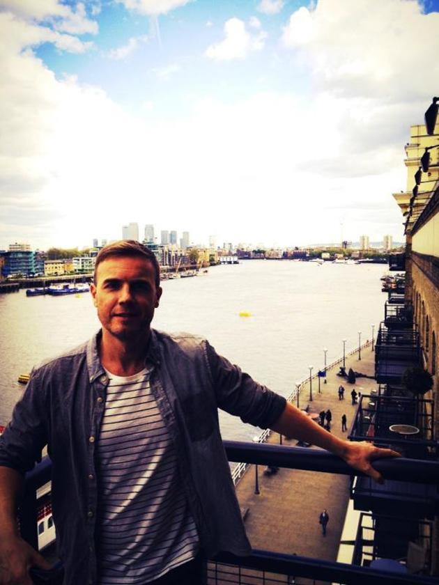 Celebrity photos: Gary Barlow has been traveling the globe ahead of the Queen's Jubilee celebrations – but he's now back in London he posed for a cute picture on the Southbank ahead of a TV appearance.
