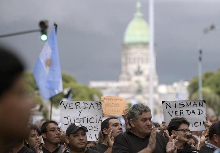 People rally near Argentina's Congress building for a march called by Argentine prosecutors in memory of their late colleague Alberto Nisman, in Buenos Aires on February 18, 2015 (AFP Photo/Juan Mabromata)