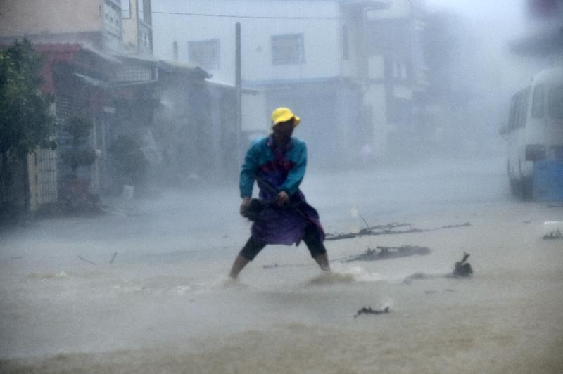 2 dead after powerful typhoon sweeps through China, Taiwan