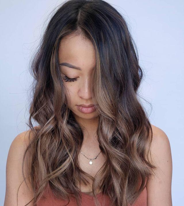 """<p>A few <strong>soft-brown highlights against the face make this ash-brown <a href=""""https://www.cosmopolitan.com/style-beauty/beauty/advice/g4606/best-hair-colors-for-spring/"""" rel=""""nofollow noopener"""" target=""""_blank"""" data-ylk=""""slk:hair color"""" class=""""link rapid-noclick-resp"""">hair color</a> super approachable</strong> for anyone on the fence. I mean, what's not to love?</p><p><a href=""""https://www.instagram.com/p/B12TYXkHbga/"""" rel=""""nofollow noopener"""" target=""""_blank"""" data-ylk=""""slk:See the original post on Instagram"""" class=""""link rapid-noclick-resp"""">See the original post on Instagram</a></p>"""