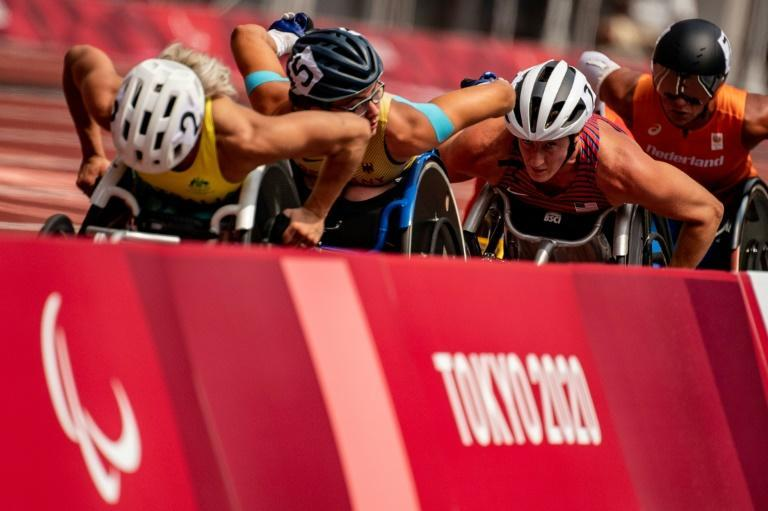 US wheelchair racer Tatyana McFadden (C) won her 18th Paralympic medal (AFP/Philip FONG)
