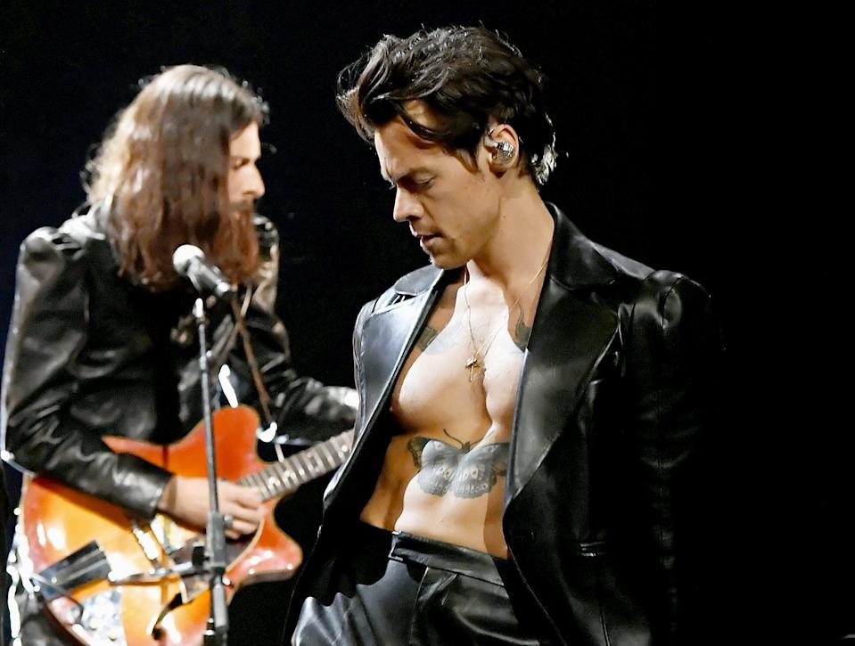 "<p>Harry Styles sets hearts aflutter on Sunday night while performing his hit ""Watermelon Sugar"" at the start of the Grammy Awards ceremony in L.A. </p>"
